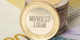 Münze mit Prägung des Schriftzugs Mindestlohn