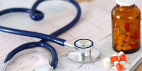 Stethoskop Tabletten Pillen Kardiogramm