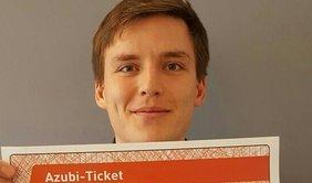 Felix Eggersglüß mit NRW-Azubi-Ticket